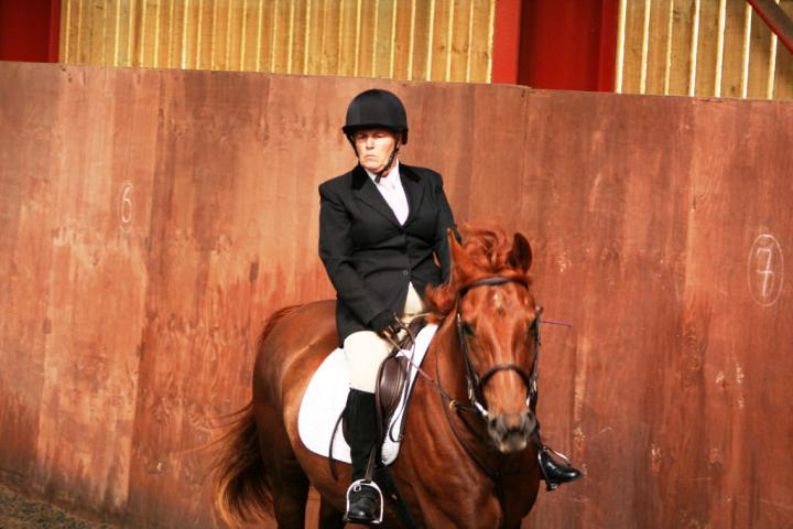 chestnuts-riding-school-sussex-brighton-dressage-2006-05-10-2008-17