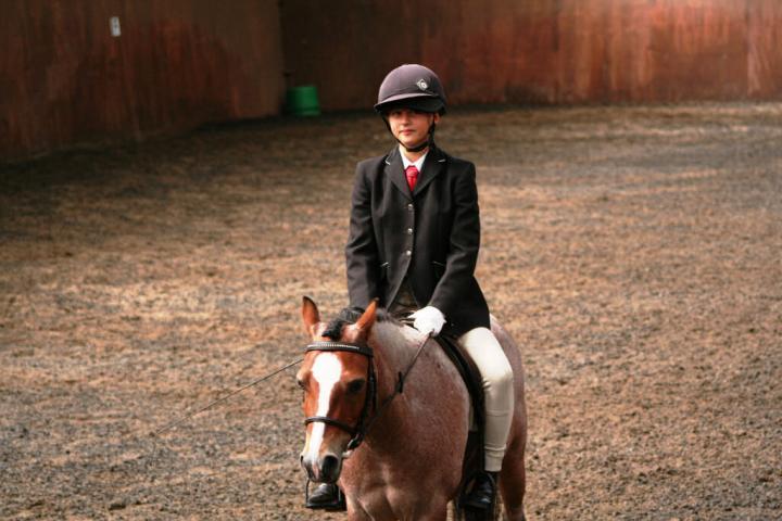 chestnuts-riding-school-sussex-brighton-dressage-2006-05-10-2008-59