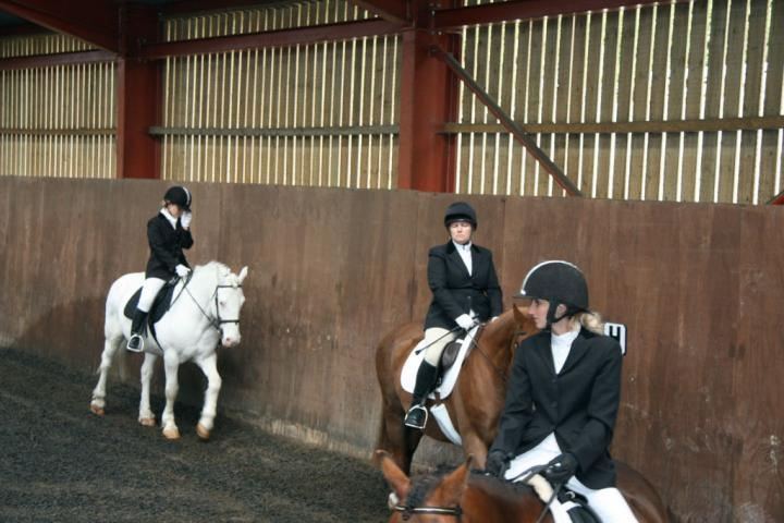 lucy-and-rupert-chestnuts-riding-school-13-05-2009-b003-02