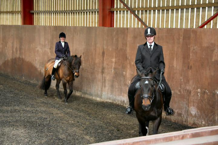 mervin-and-reilly-chestnuts-riding-school-15-05-2009-b006-06