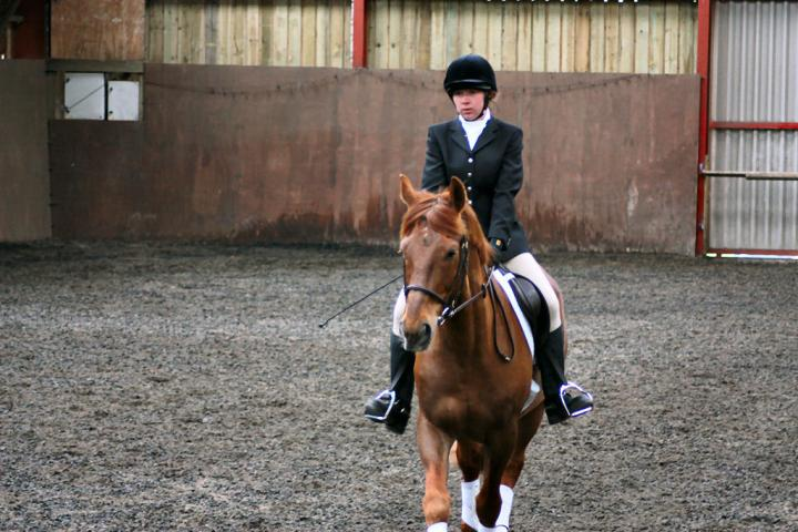 victoria-and-mcginty-chestnuts-riding-school-13-05-2009-b008-12