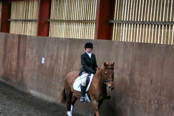 victoria-and-mcginty-chestnuts-riding-school-13-05-2009-b008-23