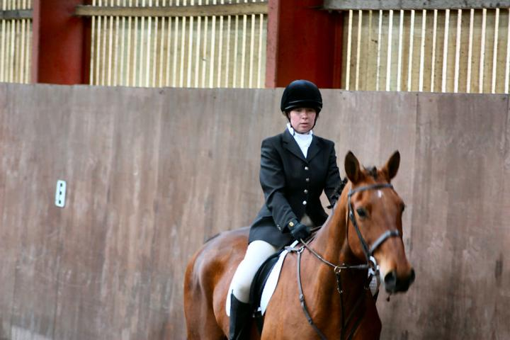 victoria-and-ronan-chestnuts-riding-school-13-05-2009-b009-01