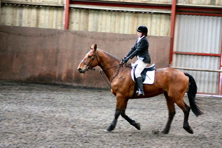 victoria-and-ronan-chestnuts-riding-school-13-05-2009-b009-03