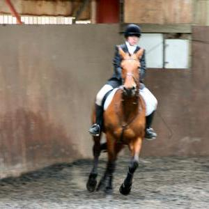 victoria-and-ronan-chestnuts-riding-school-13-05-2009-b009-11