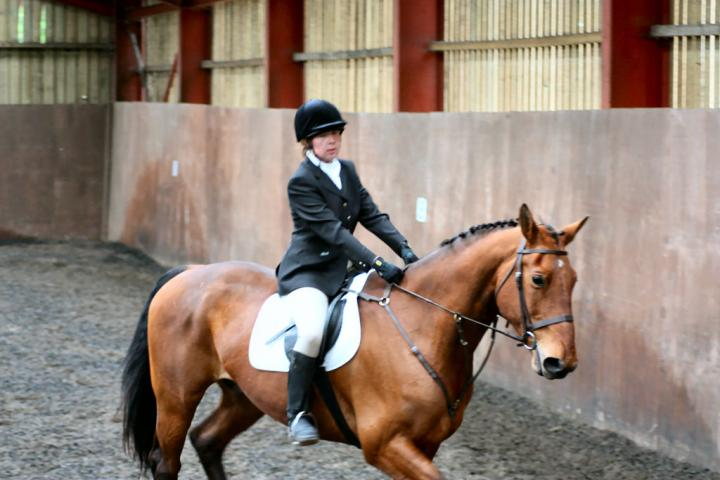 victoria-and-ronan-chestnuts-riding-school-13-05-2009-b009-14