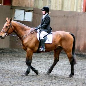 victoria-and-ronan-chestnuts-riding-school-13-05-2009-b009-16