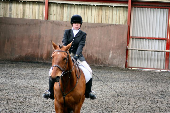 victoria-and-ronan-chestnuts-riding-school-13-05-2009-b009-20